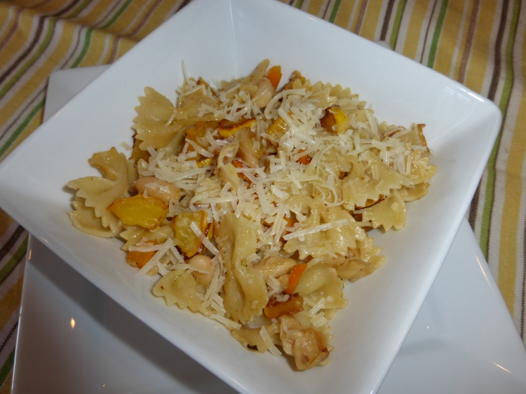 Farfalle wzucchini and white beans